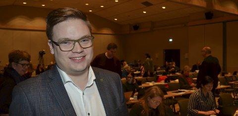 DEMOKRATI: Fylkesordfører Even Aleksander Hagen (Ap) er opptatt av demokrati og mener det er feil å utestenge partier automatisk fra høstens  skoledebatter.