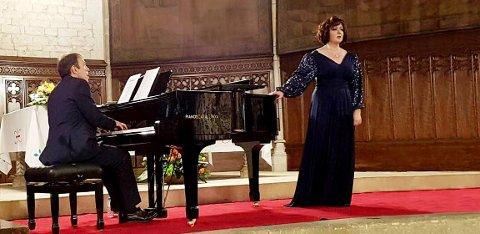 PÅ NORSK: Den amerikanske sopranen Veronica Bell skal synge Gisle Krogseths verk «Fjellsongar». (Foto: Privat)
