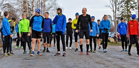 DELTAGERE: Det er fortsatt brukbar deltagelse i Torsdagsløpet selv om det begynner å bli vanskelige forhold.