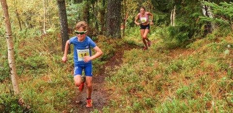 TOPP INNSATS. Unge Sivert Ekroll, Berger IL, fikk en sterk andreplass i gutter 12-15 år i motbakkeløpet Eggekollen Opp i Lier. Her med Merete Weng, søstera til den mer berømte Heidi, halsende bak.