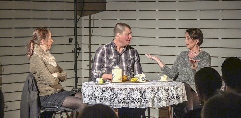 Drama: Linda Kindsbækken, Frode Kindsbækken og Mette Vågen teiknar opp eit kosteleg trekantdrama.