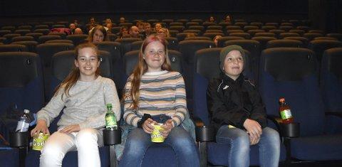 Vennetrioen Martine Boye (11), Nikoline Ellingsen (10) og Filip Drage Helgesen (11) er glade for at de endelig kan være med venner igjen og finne på ting som å gå på kino.