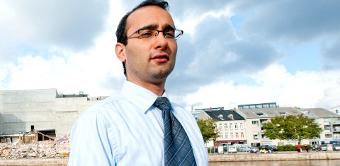UTVIDET SIKTELSE: VG melder at siktelsen mot advokat Amir Mirmotahari er utvidet til forbund om drap. Nå har Oslo tingrett besluttet å forlenge varetektsfengslingen med åtte nye uker.