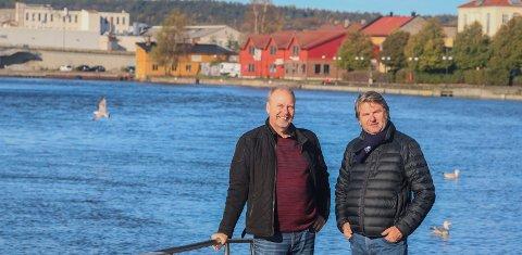Hyller ælva:  Hans-Petter Thøgersen (til venstre) og Jens Olav Simensen har skrevet «Ælva våres» – om den viktige vannåren som renner gjennom byen vår. Det ferske musikkteaterstykket kan du se fra 1. mars neste år.