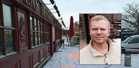 ÅPNER FREDAG: Innehaver av Kongens Brygge, Dag Gulbrandsen fokuserer ikke på motivet for ildspåsettelsen, men jobber på spreng slik at utestedet er klar til åpning fredag.