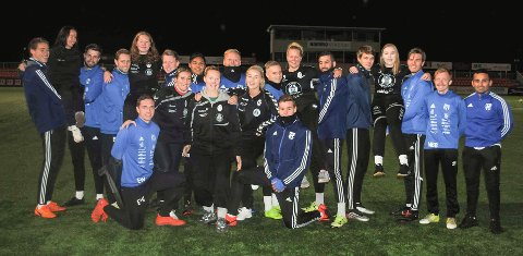 HK Vestres håndballjenter og Reinsvolls fotballgutter gleder seg til showkampene på Reinsvoll idrettspark mandag.