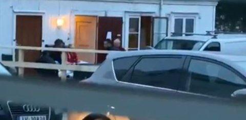 SIKTET: Den unge kvinnen nekter straffeskyld for voldshendelsen tirsdag morgen i utleiebygget i Gjøvik sentrum. Betydelige mannskaper med helse og politi kom tildig til stedet etter at naboer hadde våknet av en hund som gjødde.