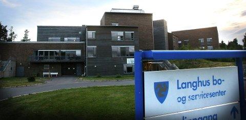 74-åringen, som døde på grunn av det Fylkeslegen kaller systemsvikt over tid, bodde sine siste dager på Langhus Bo- og servicesenter.