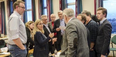 Står samlet: Høyres kommunestyregruppe, med gruppeleder Anne Kristine Linnestad i spissen, ønsker å utrede muligheten for å slå seg sammen med andre Follo-kommuner. Foto: Kari Kløvstad
