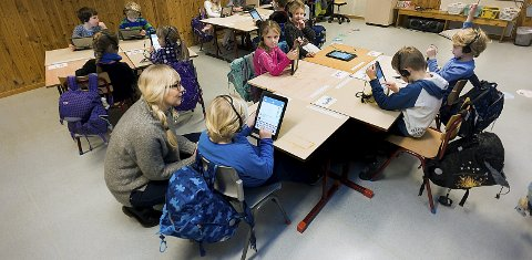 Elever trenger lærere: Regjeringen øker bevilgningen til skolen ved at kommunene får penger til å ansette flere lærere på de første fire trinnene. foto: ole kr trana