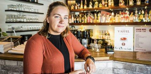 Drikker ikke: – Jeg er edru på fest, og har aldri opplevd det som vanskelig, sier Malin Kristiansen fra Moelv.Foto: Ole Johan Storsve