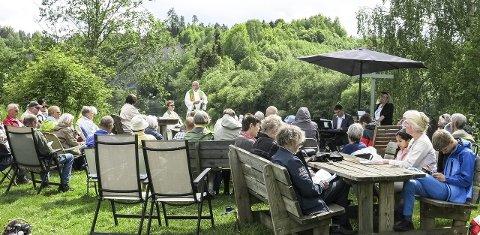 Godt oppmøte: Søndag er det friluftsgudstjeneste på Holleia, nær Veme. Her fra en tilsvarende friluftsgudstjeneste på Hovsenga.
