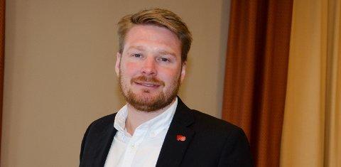 KRITISK: Håkon Ohren (Ap) er sterkt kritisk til at Frp og regjeringen ikke kommer opp med mer penger til Ringeriksbanen og ny E16 neste år.