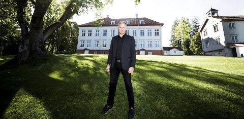 Bård Frydenlund fikk strålende solskinn på sin første arbeidsdag ved Eidsvoll 1814 torsdag denne uka.