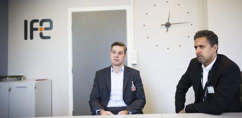 FIKK MER: Venstrerepresentant Abid Raja (t.h.) møtte IFE-direktør Nils Morten Huseby i fjor høst. Det ble mer penger til å starte arbeidet med å finne ut hvordan atomavfallet bør håndteres og fjernes fra Kjeller. Nå vil Raja og MDGs Rasmus Hansson ha flere klare svar.