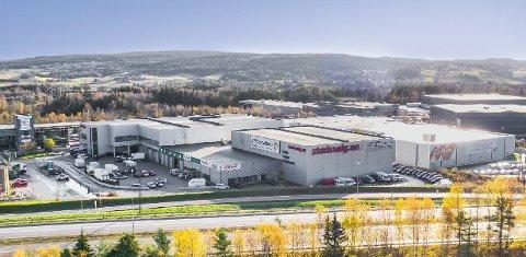 Solgt: Bygningsmassen er på rundt 9000 kvadratmeter og tomta på 16,5 mål.