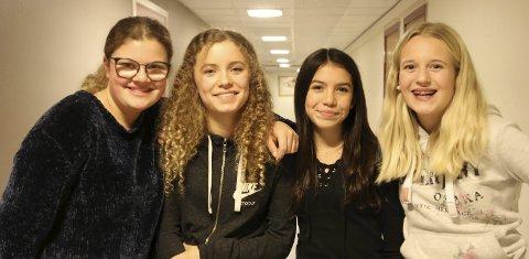 Jentene var imponert: Sunniva Marie Børdalen-Elstad, Sunniva Sundal Haugo, Elena Marie Vinje Fernandez og Johanne Kind.  ALLE FOTO: INGUNN HÅKESTAD BRÅTHEN