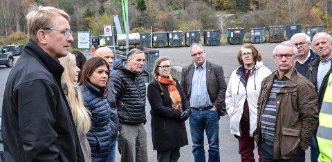 PLANKRAV: Boligbygging med mer enn fire boenheter bør ha krav om reguleringsplan, mener Arbeiderpartiet. Høyre og flertallet har vedtatt å sette grensen ved seks enheter. Fra venstre: Trond Clausen (H), Monica Johansen (FrP), Pournima Patil (Ap), Sigurd Vedvik (H), Nils Ingar Aabol (Ap), Karin Vabog Christensen (Ap), Arild Theimann (Ap), Unni Myhre (Ap), Tor Steinar Mathiassen (H), Erling Sørhaug (H) og Lars Viggo Holmen (H).