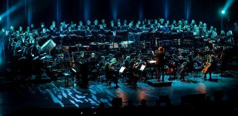 Sandefjord videregående skole, avdeling for musikk, dans og drama med konserten Håp i Hjertnes kulturhus.