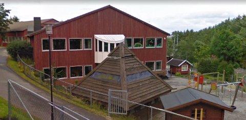 Elevene på Håland skole kan snart glede seg til hinderløype bak skolen.