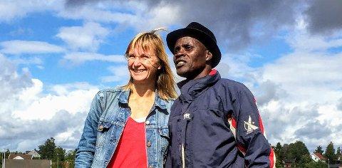 Kjersti Helgeland sammen med den Kenyanske bonden og miljøaktivisten Kisilu Musya.