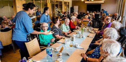 TRIVES: Moerhjemmets venner steller i stand mange sosiale aktiviteter på Moer sykehjem i løpet av året. Her fra sommerfesten i juni 2019.