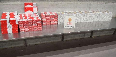 42.000: En bil som ble stoppet på Sveinesund lørdag, var stappfull med disse 42.000 sigarettene.