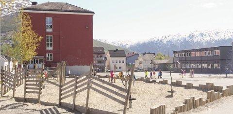 Færre og færre: Elevtallet ved skolene i Narvik sentrum kommer til å synke kraftig de kommende årene. En ny skole kan driftes med bare en klasse per trinn, mener administrasjonen i Narvik kommune. Foto: Terje Næsje