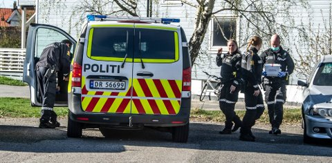 Det var om morgenen den 23. april i fjor at store politistyrker rykket ut til adressen på Selbak i forbindelse med øksedramaet.