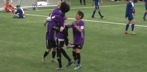 JUBEL: Varden FK feirer scoring i semifinalen mot Nordkjosbotn.