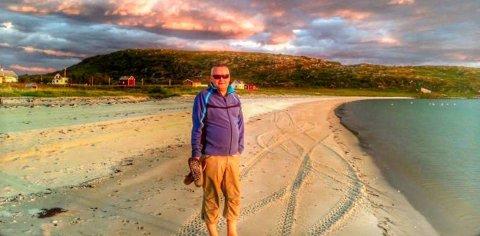 VANNØYA: Bård Arne Pedersen på stranda ved Sengskroken på Vannøya.