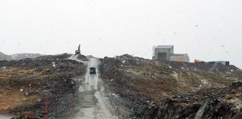 FRYKTER FOR DRIKKEVANN. Bilde tatt under befaring på Kvitfjell og Raudfjell i oktober i fjor. Tromsø kommune frykter sikkerheten for vannforsyning til Brensholmen ikke er godt nok ivaretatt.