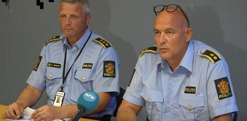 AKSJONERTE: Politistabssjef Pål Erik Teigen og lensmann Geir Hermansen forteller at mannen ble skutt og drept da han gikk til angrep på en politimann under et forsøk på å pågripe han.