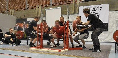 STERKT: Ole-Henrik gjorde et sterkt resultat i åres Junior NM i styrkeløft, og sikret seg bronse med 282,5 kg i knebøy.