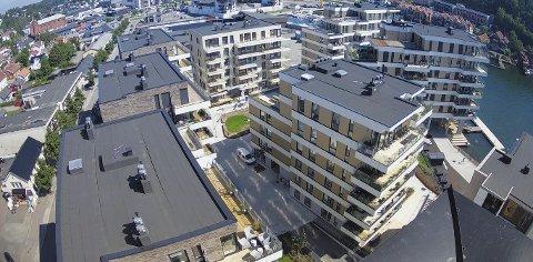 NYE KILEN BRYGGE:  Kommunen har ved salget av de nybygde leilighetene fremdeles vært grunneier og hjemmelsinnehaver, men har i denne forbindelse sagt fra seg rettighetene, opplyser utbygger.