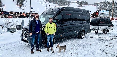 SAMARBEID: Nå samarbeider de to heddølene om en egen skibuss fra Sauland, Heddal og Notodden til Konsberg skisenter. Ole Haaberg (til venstre) har ledig kapasitet på minibussen sin, Halvor Jamtveit har et populært skisenter.