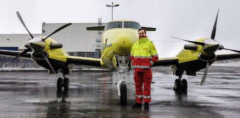 ST0RTRIVES: Fredrik Melsom Vaa fra Notodden stortrives som ambulanseflyger i Finnmark.