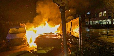 BETENKTE: De mange brannene på Tolvsrød gjør befolkningen betenkte. Her fra brannen natt til nyttårsaften.