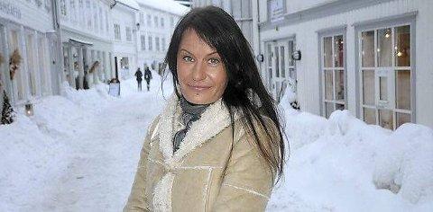 Søndag i Tvedestrand kirke: Ann Jeanice Slettemoen med sin vakre soulstemme bidrar med solosang.