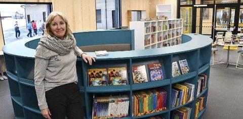 Sonja Lindtveit på det nye biblioteket som åpnet i januar.