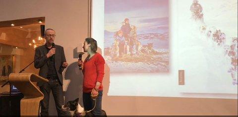 Marit Beate Kasin og Føyke blir intervjuet på pressekonferansen om Aschehougs vårliste.