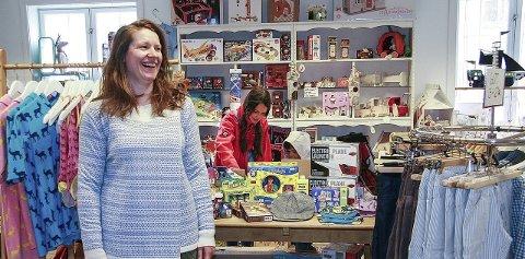 HOPPSALANTAN: Ingeborg Anna Ødegaard selger barnetøy og leker og  er glad for å dele lokalet med kafeen Essence