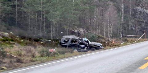 KRAFTIG SAMMENSTØTT: Autovernet og en stolpe ble ødelagt i det kraftige sammenstøtet i desember i fjor.
