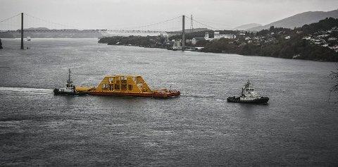 TUNGT: Våtgasskompressoren som skal plasserast på havbotnen ved Gullfaks-feltet veg ferdig montert over 1000 tonn, og er den største konstruksjonen Radøygruppen har skipa ut hittil. Foto: Statoil