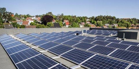 I «Smarte Nabolag» kan solcellekundene kjøpe og selge rimeligere strøm av hverandre. Den kortreiste strømmen skal komme flere i nabolaget til gode.