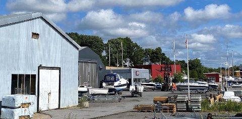 I juni ble tomten til Fredrikstad Marineservice, på bildet, satt av til fremtidig boligområde. Nå skal fylkesmannen i Oslo og Viken vurdere lovlighetsklagene fra politikere som reagerer på saksbehandlingen og informasjonen som ble gitt.