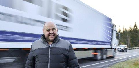 JA TIL BOM: Arne Foskum i Midtskogen velforening ønsker minst mulig trafikk på gamlevegen når nye riksveg 3/25 åpner.