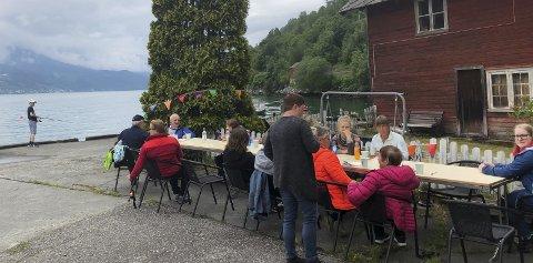 Samla bygda: Fiskefestivalen på Espe sambla både store og små. Om lag femti bygdefolk møttest.