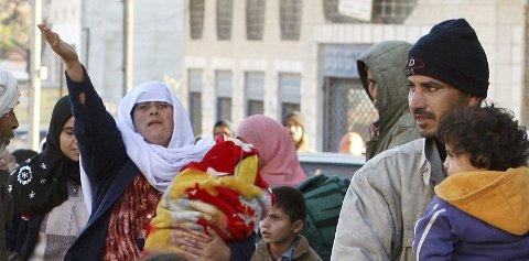 Palestinere på flukt fra Gaza under en av offensivene der. Foto: Reuters/ Mohammed Salem