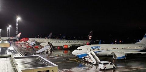 MANGE FLY: På et tidspunkt sto flyene på rekke og rad på Haugesund lufthavn. 13 landinger fra ettermiddagen og til midnatt.